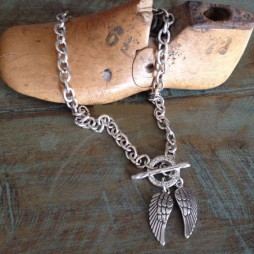 Danon Chunky Short Silver Necklace with Two Silver Angel Wings