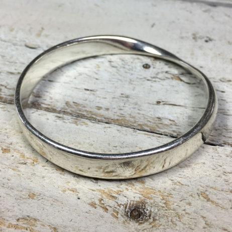 Hot Tomato Jewellery Ribbon Twist Silver Bangle